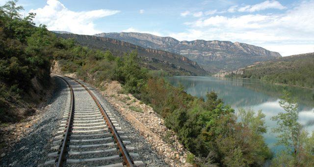 Arriba a la casa rural amb els nous trens de Lleida a la Pobla de Segur i gaudiràs d'un 5% de descompte